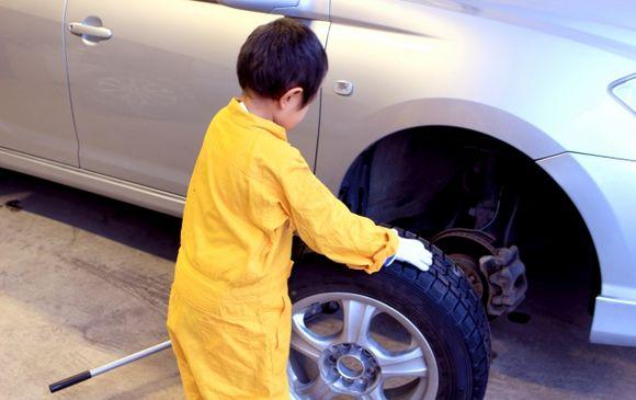 タイヤ交換の補助のお仕事♪*゜時給1,300円~短期、就業期間は2018年1月末まで予定しています!