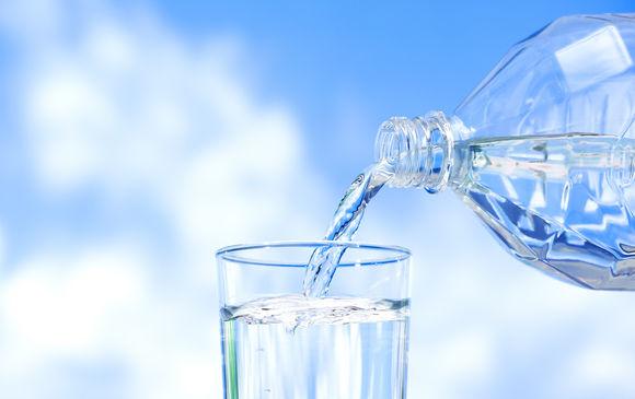 山梨市の大手企業 清涼飲料水のライン製造作業