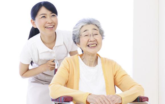 大手施設での看護職員、介護職員